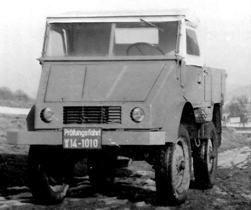 Erster fahrfertiger Prototyp im Dezember 1946 mit Dieselmotor (OM 636) und Lkw-Bereifung. ; The first driveable prototype in December 1946 with a Diesel engine (OM 636) and truck tyres.;